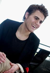 """保罗·韦斯利戛纳拍写真""""吸血鬼""""笑容迷人"""