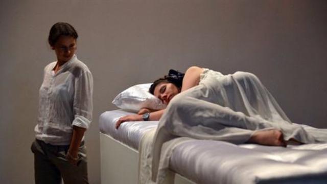 """世界上最爽的展览,任何人吻醒""""睡美人""""就能娶回家!"""