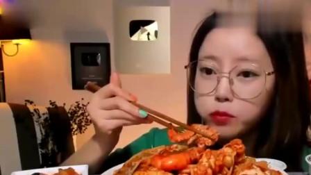 秋霞影院大胃王:韩国美女吃螃蟹大虾拌面,太豪气了