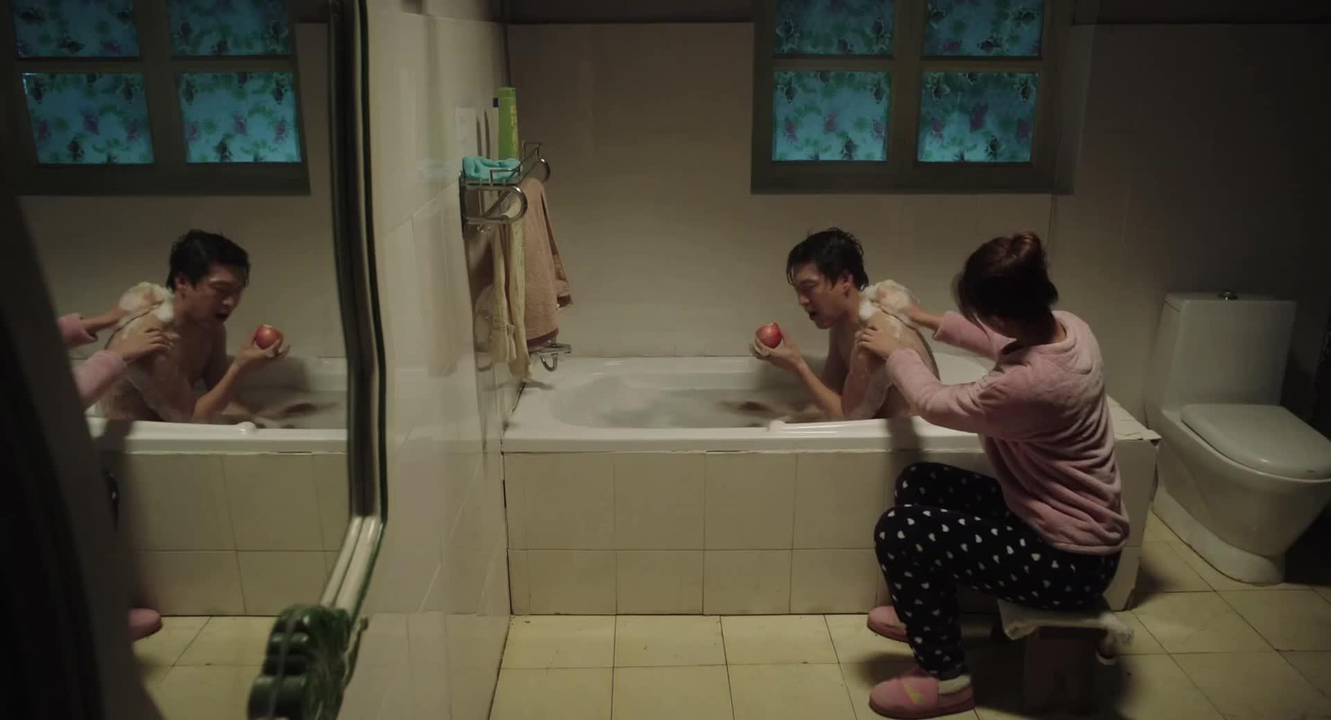 【一树桃花开】第17集预告-二女儿给丈夫洗澡吐槽婆婆
