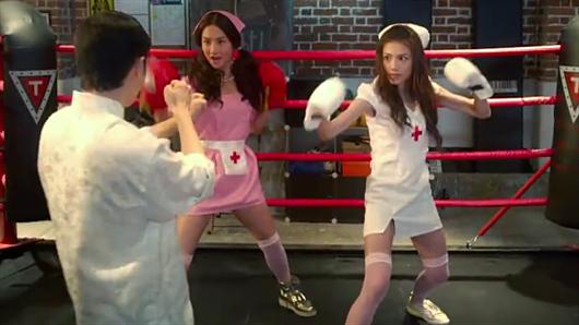 【霹雳囧花】周秀娜穿护士装玩练拳