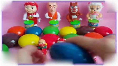 大耳朵图图学会了拆巧克力玩具蛋,超级玛丽 铠甲勇士捕将