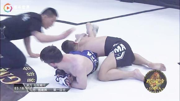 中国功夫小子就是这样被打的,身材矮小完全不是俄罗斯拳王的对手