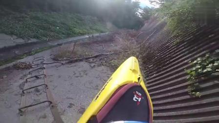 在独木舟的快车道上极限挑战,厉害了我的哥!