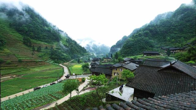 峰回路转的喀斯特地貌和重庆森林般的建筑,这个城市就是这么迷!