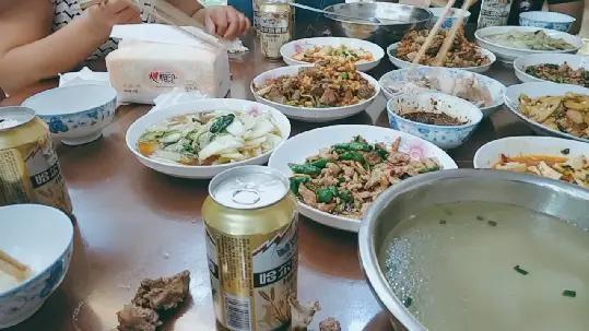 秋霞影院中秋佳节,阖家团聚,美味佳肴,传统娱乐,这才是节日的味道