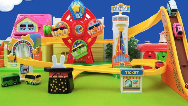 公交车太友的摩天轮和超长轨道探险玩具
