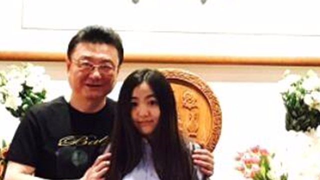 """""""金龟子""""刘纯燕18岁女儿近照 长发披肩甜美可人"""