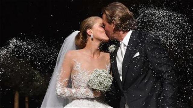 施华洛世奇23岁女继承人结婚 婚纱镶50万颗水晶