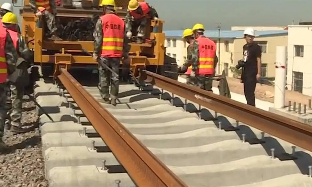 这条铁路全长1318千米,1140千米都是桥,创造多项世界第一