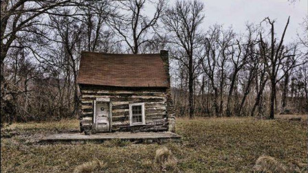 在俄罗斯旅游时,为何导游告诫:如果看到这种小木屋,请勿靠近?