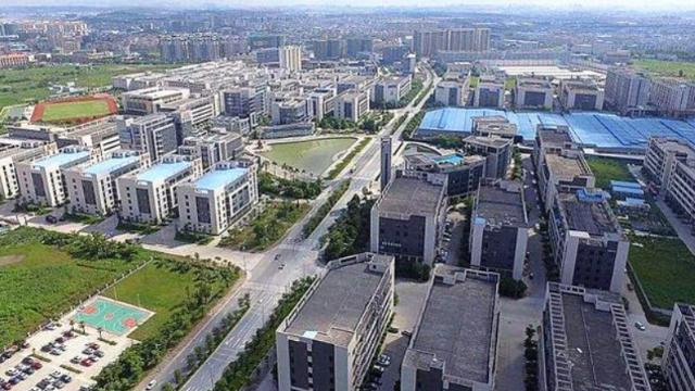 广东经济第一镇,拥有23家世界500强企业,GDP达千亿