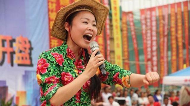 星光大道捧红的众多农民歌手,唯独她一夜爆红却越来越让人厌恶!
