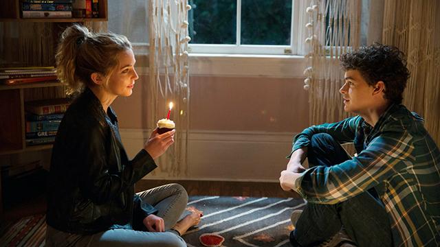 胆小者看的恐怖电影:几分钟看完美国恐怖电影《忌日快乐》