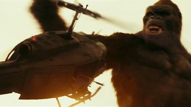 """【金刚:骷髅岛】 """"孤岛惊魂""""金刚手撕飞机看呆北美观众"""