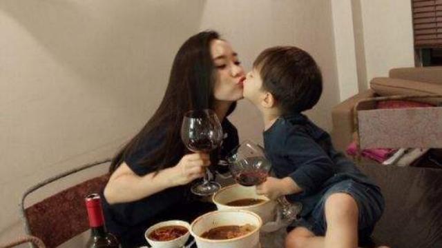 霍思燕感谢妈妈是超人节目组与粉丝:一定要幸福