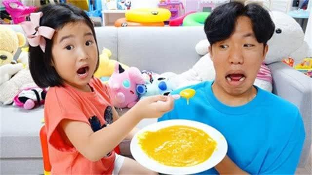 博拉姆与哥哥们一品尝香甜大西瓜,还有趣味史莱姆玩具喔!