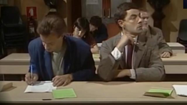 聪明的憨豆先生 怎么你考试也开始作弊了  可苦了你的同学