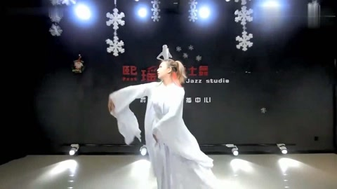 三生三世十里桃花:爵士舞版《凉凉》,白衣女子舞姿优美