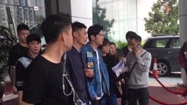 网友偶遇周杰伦余文乐 评论:《头文字D》要再现?