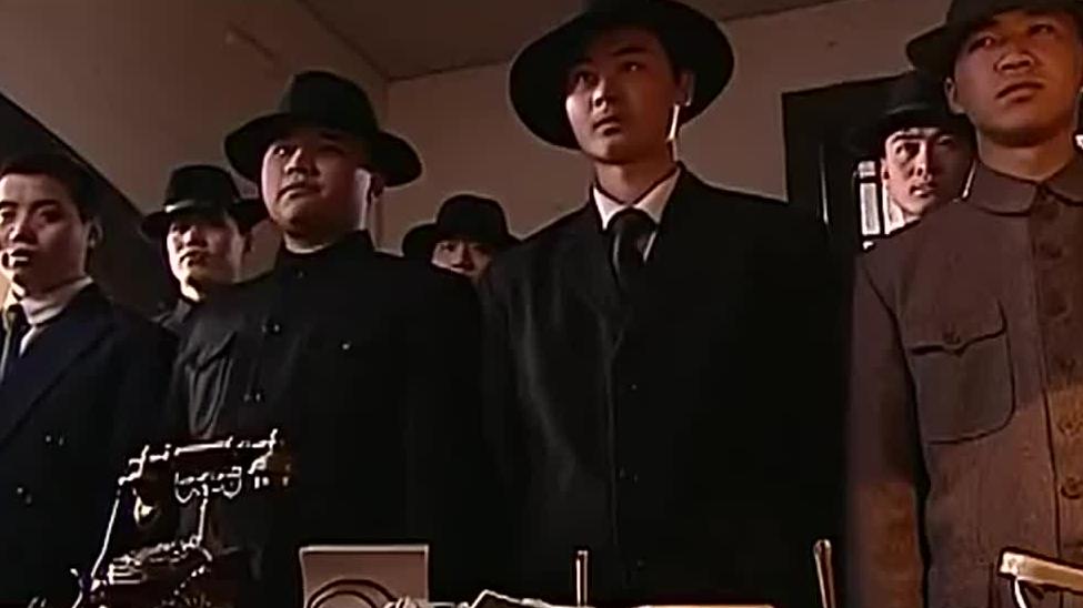 陈宝国竟派人监视男子