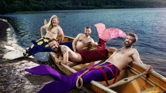 """几个长胡子大男人扮成""""美人鱼""""拍日历?这波操作,我服!"""