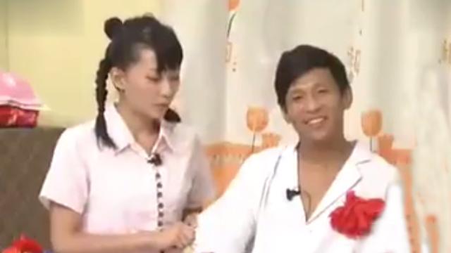 刘英和玉田正在屋里说情话,关键时刻宋小宝进来了 太尴尬