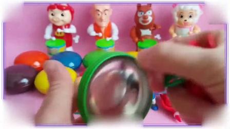 粉红猪小妹与美羊羊一起拆巧克力玩具蛋,憨豆先生 爱探险的朵拉