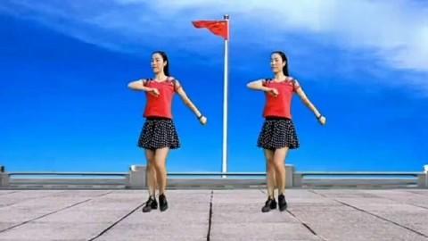 举国同庆69华诞!广场舞《五星红旗》迎风飘扬,祝福祖国强盛