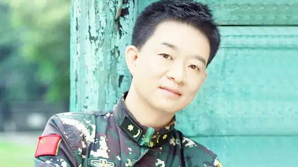军旅歌手小曾《二十年不见不散》,献给那段岁月刻骨铭心