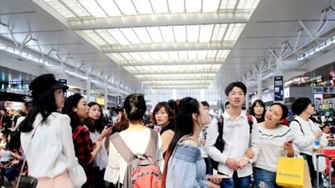 韩国一家人到中国旅游,看到一现象惊讶直呼:太厉害了