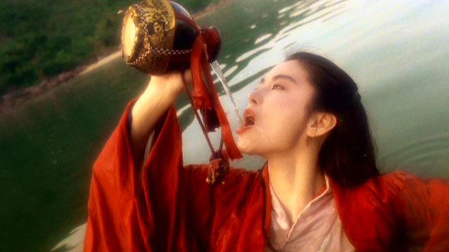 4分钟看绝世经典武侠片里的扛把子作品《笑傲江湖之东方不败》她是万众心中的女神