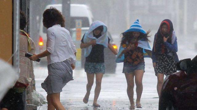 超强台风肆虐日本如灾难片!滞留机场的700余名中国游客怎么样了