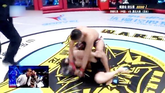 武林风最新一期,日本拳王21秒就被藏族小伙乱拳打趴下