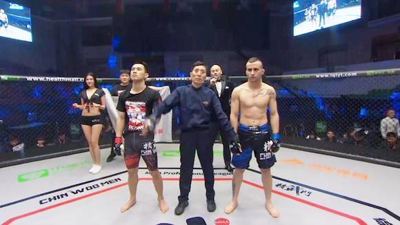 太霸气!巴西柔术世界顶级团体成员精武门耍狂,中国小将一拳击倒