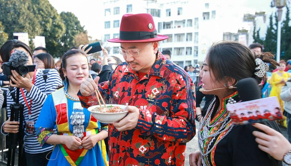 【囧妈】提档大年三十 腾冲路演收官春节再相见